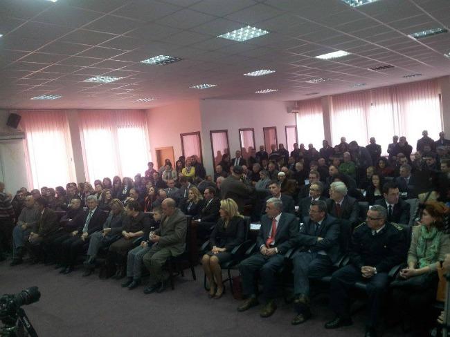 Asambleja pak çaste para se të fillonte seanca solemne